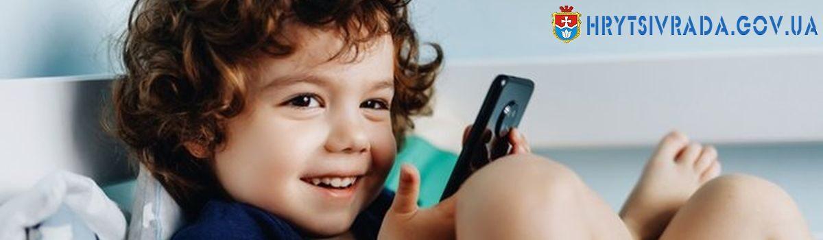 Як дітям користуватися електронними пристроями безпечно для зору